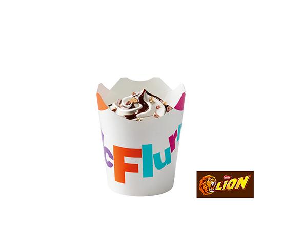 McFlurry® o smaku waniliowym z posypką Lion®i polewą czekoladową