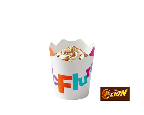McFlurry® o smaku waniliowym z posypką Lion®i polewą karmelową