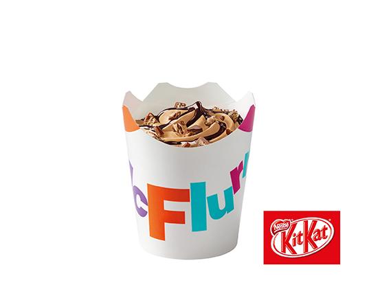 McFlurry® o smaku słonego karmelu z posypką KitKat®i polewą czekoladową